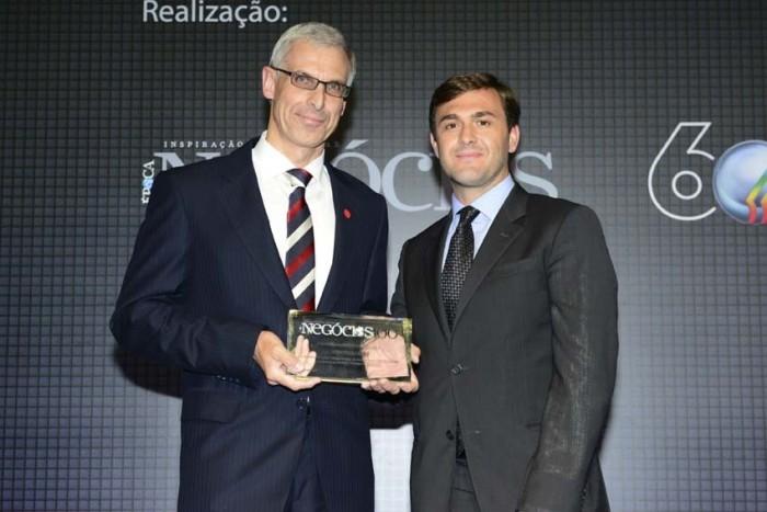 Mercedes Benz recebe premio na categoria pesados