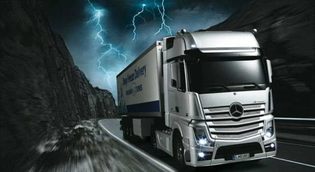 Mercedes-Benz-Actros-1851-GigaSpace_b12.png